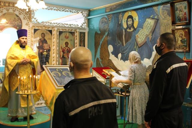 В храме исправительной колонии № 9 проведено праздничное богослужение в честь святых апостолов Петра и Павла